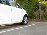 В Британии тестируют уличные беспроводные зарядки для электрокаров
